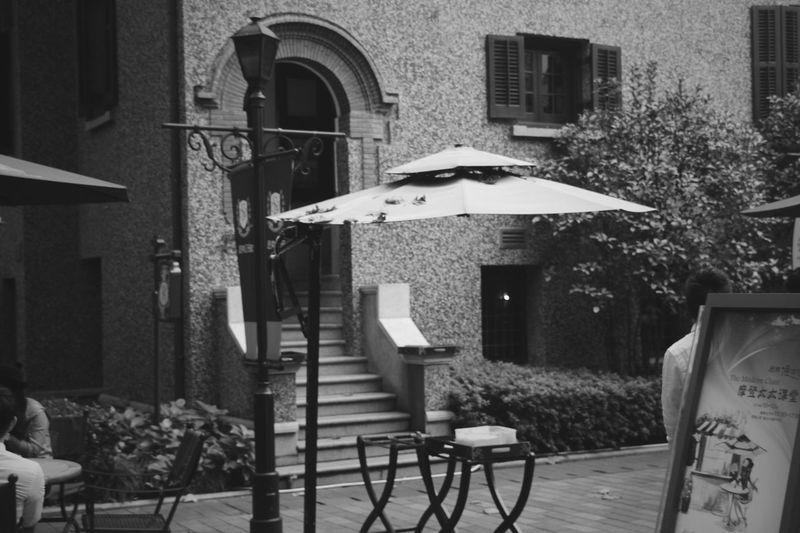Hanging Out Streetphotography Streetphoto_bw Street Photography Architecture Architecture_bw Monochrome Blackandwhite Black And White Black & White EyeEm Shanghai Showcase: November Shanghai Streets EyeEm Meetup Shanghai Shanghai