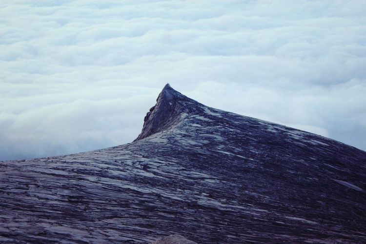 1 of my bucket list is to conquer Mount Kinabalu &.. I made it :)!! Travelling Urban Escape Cloud And Sky Mountaineering Mountain The Great Outdoors - 2015 EyeEm Awards Mount Kinabalu Pattern Pieces 17.62°