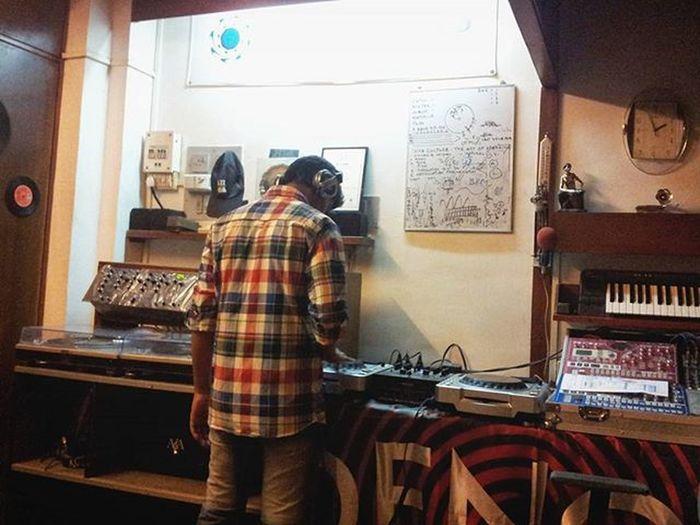 TBT  to the old times when I was learning how to Spin 💿🎵💃Learning Vinyls Dj Oldtimes Turntable Studio Housemusic Progressivehouse Mumbai Borivali Azaredoacoustics MusicIsLife