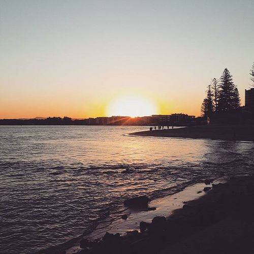 Pretty afternoons 😄 Sunsets Sunshinecoast Pretty Beach Ocean Silouette Colours Caloundra Bullockbeach QLD