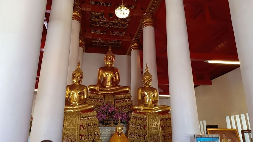 Religion Belief Spirituality Architecture Built Structure Place Of Worship Sculpture Statue Representation Building Art And Craft Indoors  Male Likeness Human Representation Gold Colored No People Architectural Column Low Angle View Gilded Ornate