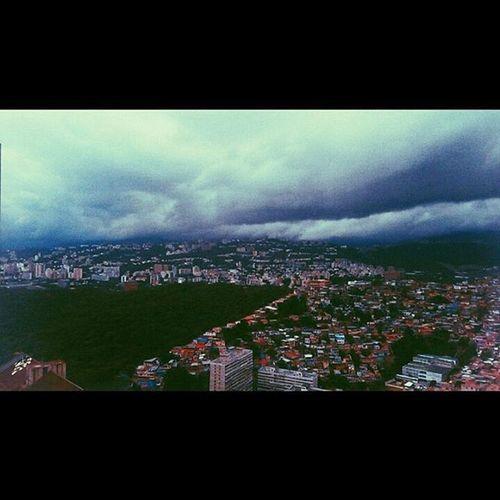 Desde el 39 Ft @eldp26 + @admtf_19 + @emeroxa|| •Vscocam Vscogood Caracas Ig_caracas Photooftheday HuntgramVenezuela Instameetparquecentra
