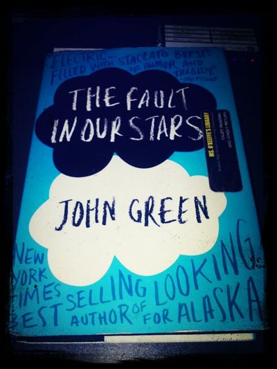 currently reading this Books John Green,