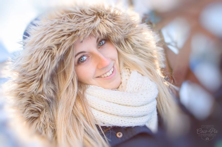 Winter girl WinterModel Modeling Happywinter EyeEm Selects Portrait One Person Smiling Headshot Blond Hair Warm Clothing Young Adult Winter Young Women Looking At Camera Women Happiness Hair Clothing Beautiful Woman Beauty Adult Scarf Hat