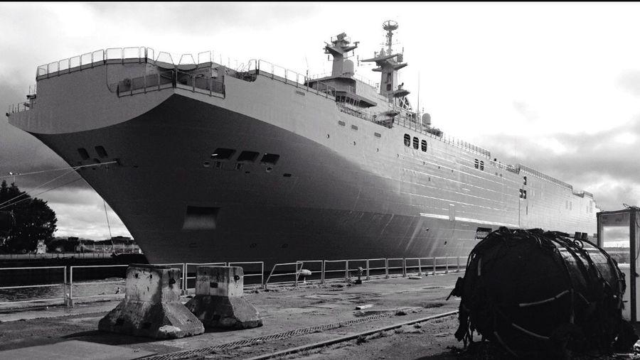 Vladivostok Russephoto Russia Chantier Naval De St Nazaire Saint Nazaire Black & White Monochrome