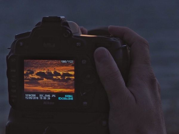 • A special sunset pic • Takingphotosofpeopletakingphotos Display Sunset Technology Photography Themes Photographing Photographic Equipment Camera Human Hand Camera - Photographic Equipment Activity Digital Camera Real People Screen
