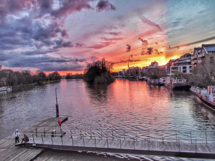 London LONDON❤ Thamesriver Thames Thames River River Thames Sunset Sunset_collection Sunsets Nature As Artist Riverscene Riverscape River View River Sunset Cotton Candy Sky Cotton Candy Clouds  Candyfloss Candy Floss Sky Kew Bridge Hidden Gems