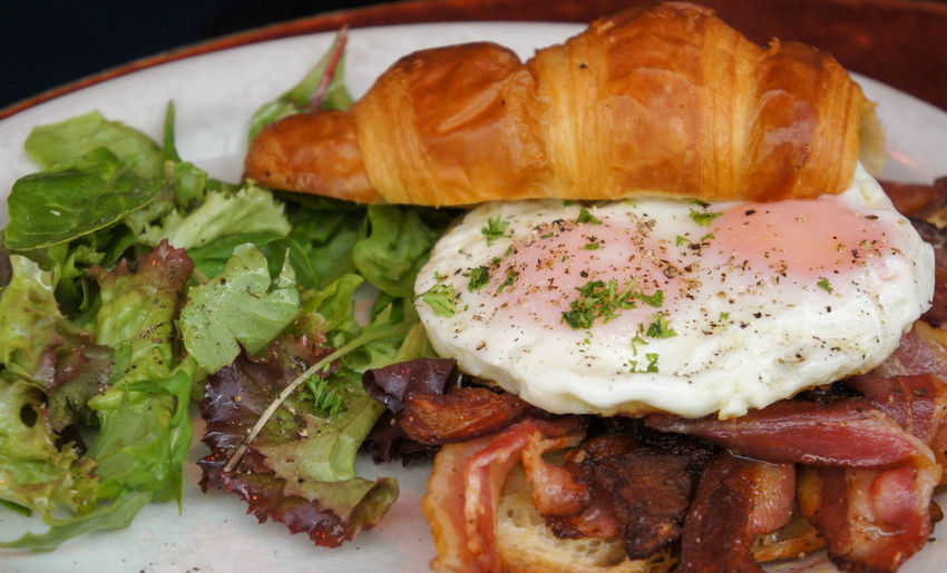 Croissant with fried eggs and bacon Breakfast Bacon Bread Breakfast Cafe Food Close-up Croissant Egg Eggs Food Food And Drink Fried Fried Egg Healthy Eating Indoors  Indulgence Meal Meat No People Plate Pork Ready-to-eat Serving Size Vegetable Wellbeing