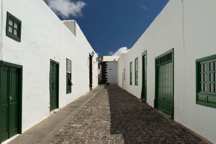 Architecture Built Structure Building Exterior Building The Way Forward Sky No People Day Residential District Diminishing Perspective Direction Window House Footpath City Sunlight
