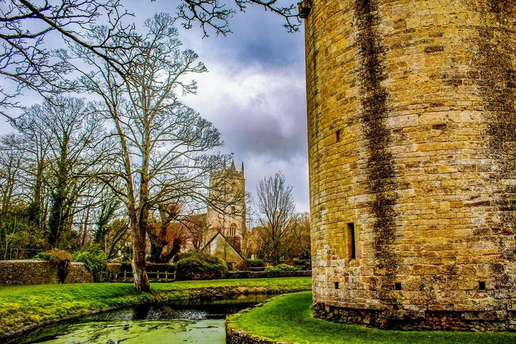 good morning EyeEm friends on this lovely Sunday morning 👍👍👍😊🕊🌂☂️☔brollies at the ready Castle Walls Castle Ruin Landscape Village View Castle Tower EyeEmBestPics EyeEm Nature Lover Beauty In Nature Tree Water Park - Man Made Space Sky Grass Architecture Green Color Hedge Bare Tree Tranquil Scene Countryside Scenics Tranquility