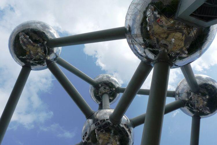 Atomium from