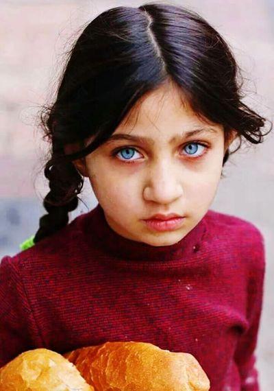 Maviye maviye calardi gozlerin...... Cocuklar Cocuklargulsundiye Cocukluk Mavigozler BlueEyes Blue Eyes Hello World Children