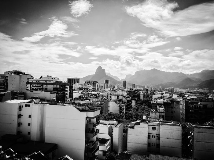 Old Rio de Janeiro Rio De Janeiro Rio De Janeiro Eyeem Fotos Collection⛵ Cloud - Sky Sky Architecture Building Exterior Built Structure City Building Cityscape Nature No People Outdoors Residential District Mountain City Life High Angle View Apartment