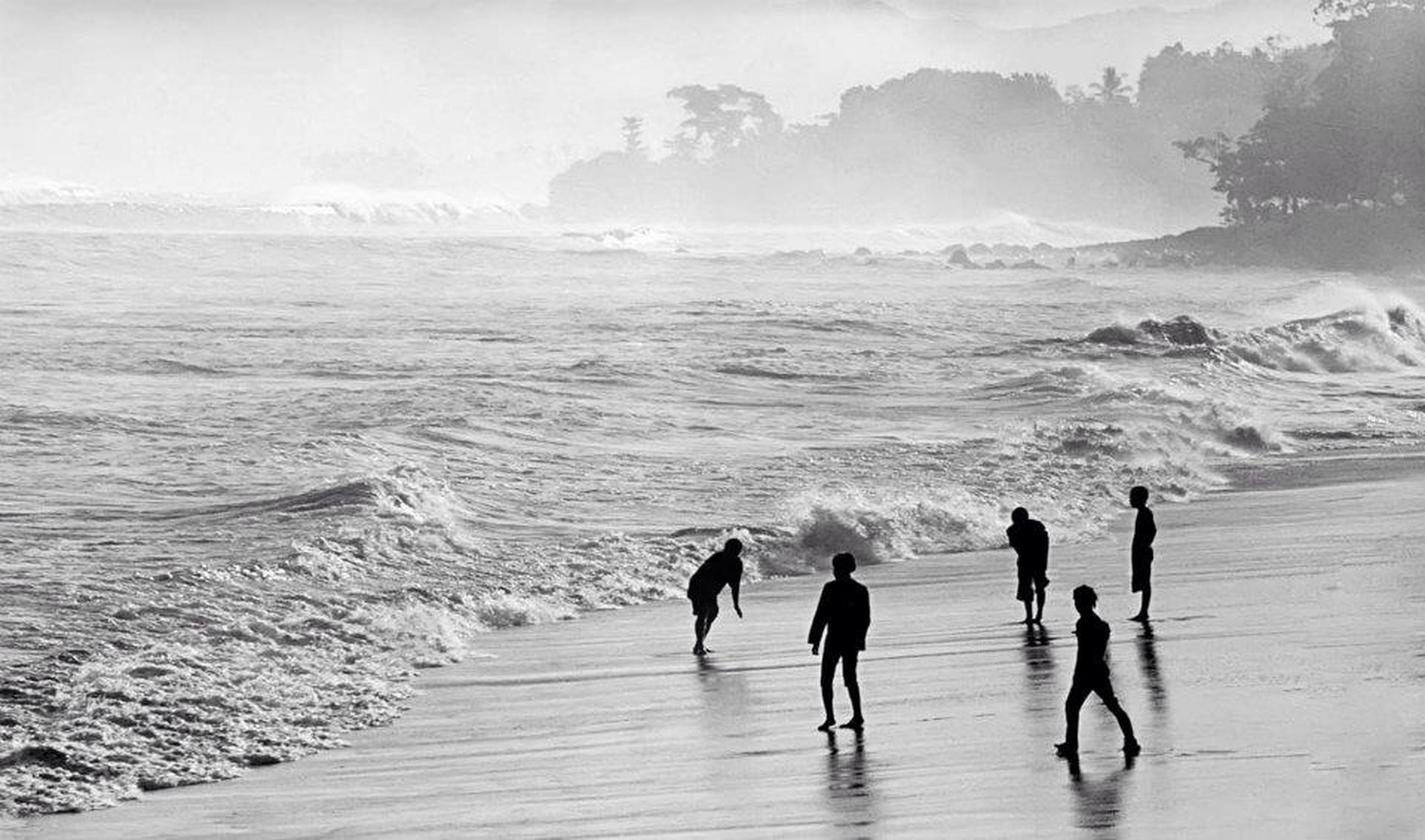 water, sea, lifestyles, leisure activity, beach, vacations, men, walking, full length, shore, wave, scenics, person, beauty in nature, large group of people, nature, tourism, the way forward, tourist