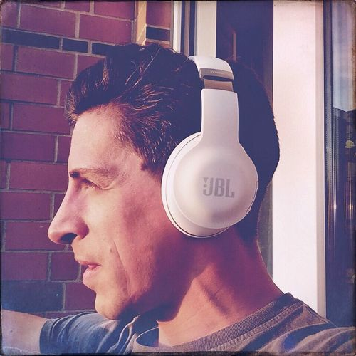 One Person Real People Headshot Lifestyles Close-up Day Young Adult Technology Adult Adults Only People Self Portrait Selfie ✌ This Is Me Music Over Air JBL Jbl Everest Elite 700 Headphones I Love Music