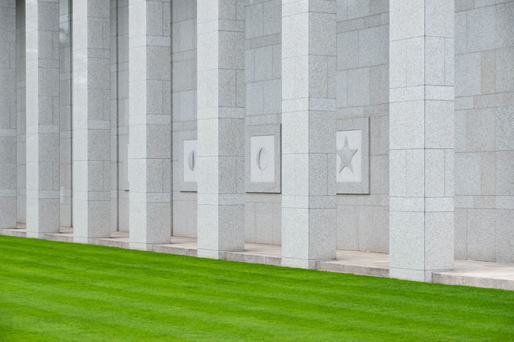 Minimal Minimalism Minimalobsession Minimalist Architecture Minimalist Temple Temple - Building Temple Architecture The Week on EyeEm Grass Architecture Built Structure Plant Green Color No People Day Building Exterior Outdoors Nature Full Frame In A Row Wall - Building Feature Pattern White Color City Backgrounds Architectural Column Building Gray Concrete