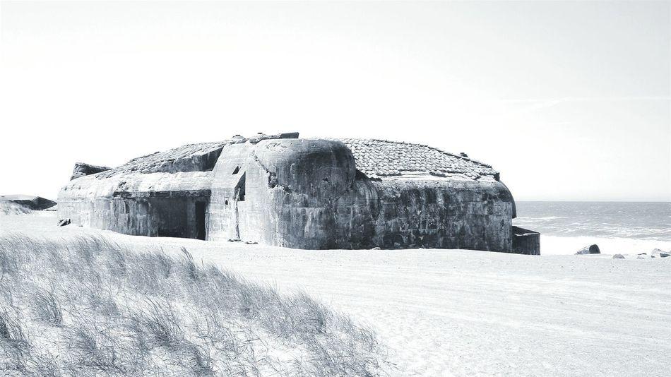 Bunker des II.Weltkrieges in Dänemark Bunker 2 World War Water Beach Beach Photography S/w-Fotografie S/w An Eye For Travel