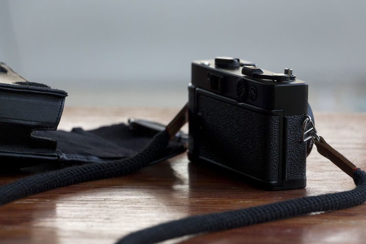 I finally got to hang out with this beaut! 😎😍📸 ピッカリコニカ Konica C35 EF Natural Light Pikkari Black Color Camera - Photographic Equipment Equipment Film Camera Focus On Foreground No People Photographic Equipment Still Life Technology Vintage Camera EyeEmNewHere