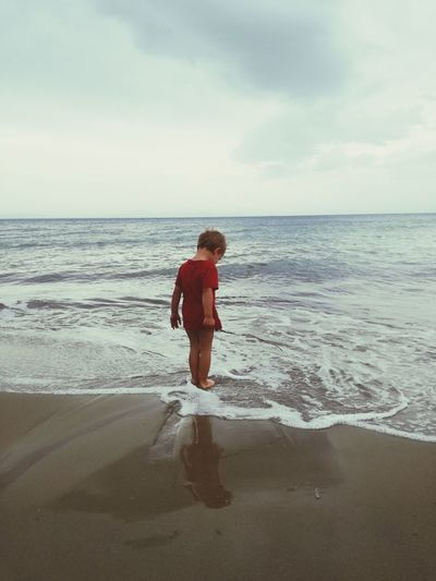 Beach Sea Children Only Child Horizon Over Water Water Vacations People Childhood Summer Walking Travel Destinations Travel Rain Reinonthebeach Seascape Sea And Sky Sea View Waves, Ocean, Nature Sommergefühle