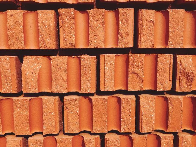 Backgrounds Full Frame Orange Color Textured  Pattern Brown Red EyeEmNewHere Rot Backstein Haus Mauer Hintergrund Steine Struktur Hauswand Day Close-up Outdoors Wall - Building Feature Wall Brick Textured  In A Row Red Rusty Sunlight Architecture