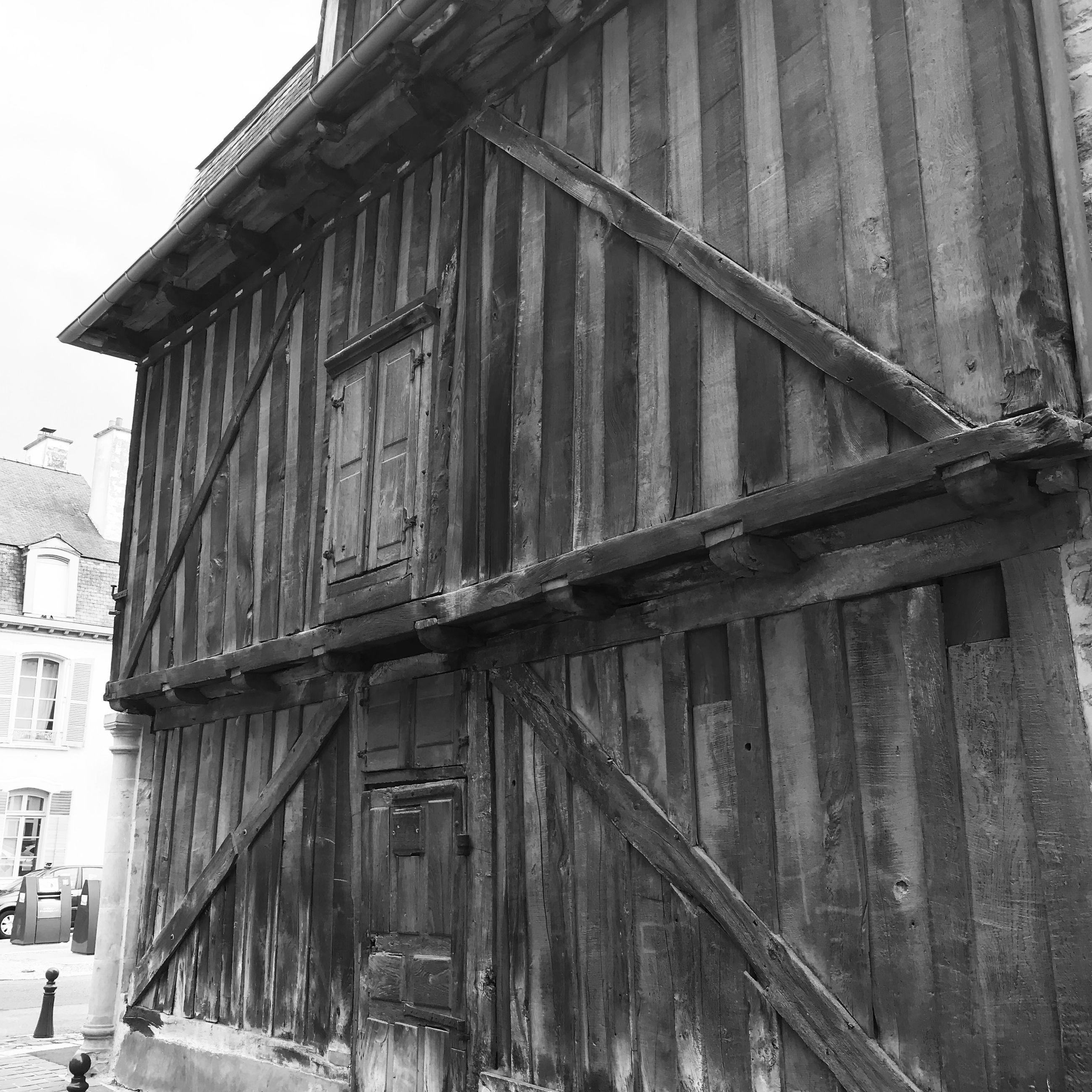 architecture, built structure, building exterior, black and white, building, house, monochrome, day, monochrome photography, old, wood, city, no people, outdoors, nature, residential district, sky, low angle view, history, urban area, facade