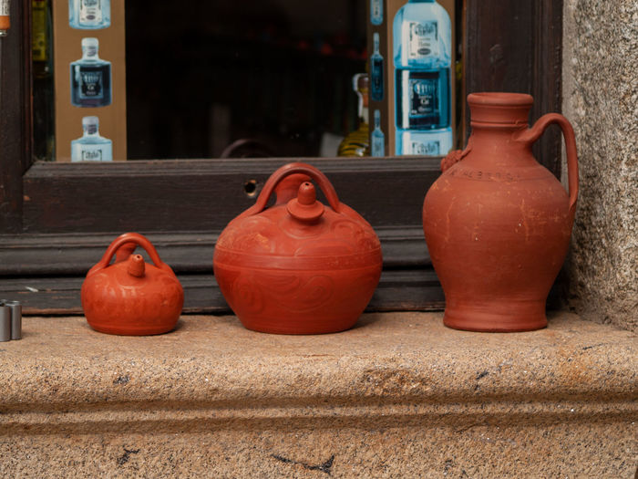 Botijo Choice Crafts Market Market Vendor Shopping Antique Architecture Art And Craft Building Exterior Built Structure Ceramics Choice Clay Craft Close-up Consumerism Container Craft Craftsmanship  Day Focus On Foreground For Sale Handicraft Handmade Jug Market Stall Marketplace No People Outdoors Pitcher Red Retail  Retail Display Shop Side By Side Still Life Store Variation Wall - Building Feature Water Container