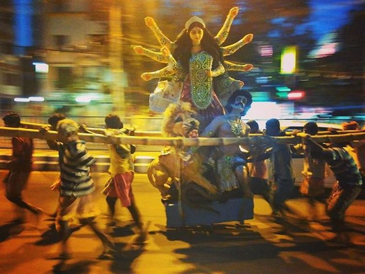 Goddess has arrived... Redmi2Prime Mi Durgapuja Evening Street Durga Coolies Men Panning Panning_with_phone Mobilepanning