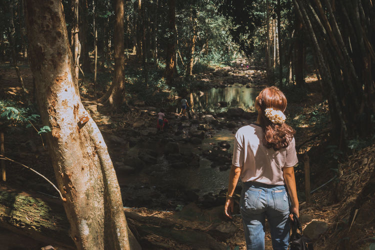 My girlfriend looking up. Tree Forest Real People One Person Tree Trunk Trunk Leisure Activity Standing Plant Land WoodLand Nature Casual Clothing Rear View Lifestyles Women Three Quarter Length Adult Young Adult Outdoors Hairstyle My Girlfriend <3  Girlfriend Lookingup Look Up