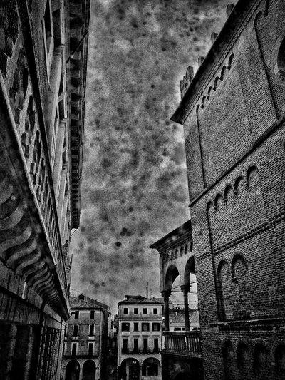 Padova, Aprile 2019 Blackandwhite City Sky And Clouds Rain Building Exterior Built Structure Architecture