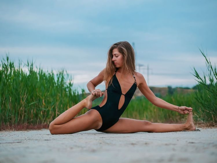 Young Adult Lifestyles Full Length Young Women One Person Nature Twine Leisure Activity Sand Beach Healthy Lifestyle Exercising Sky Day Outdoors Yoga Beauty In Nature Sea Beautiful Woman Water