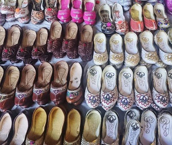 Slippers Footwears Punjabi Jutti Punjabijutti Punjabijuttis Colorful Instafootwear Wearables Wearyourstyle Tashan Desi Sardaarni Chappal Sonyxperia XperiaZ3compact Colors and patterns Xperiaphotography XPERIA Colour Of Life Handmade For You