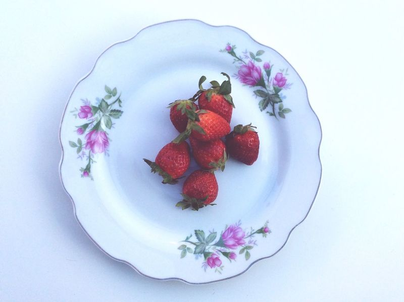 Natural Nature Leaf Plate isolated Red Vintage Fresh Freshness Strawberry Red Strawberries