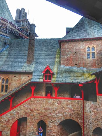 castle coch City Red Window Architecture Building Exterior Sky Built Structure Historic Traditional Building Arch Roof Tourist Attraction  Arch Bridge Rooftop Archway Palace Outside