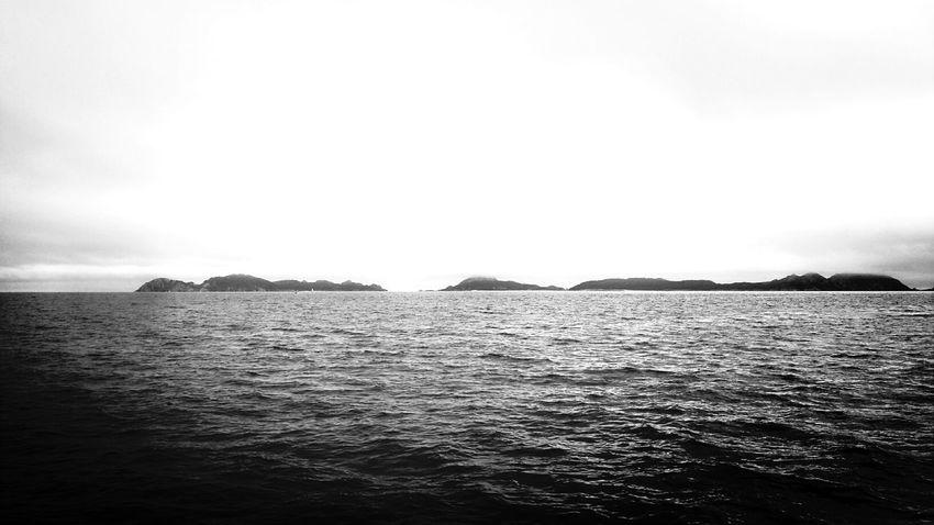foto desde el barco. Ria de Vigo. Illas Cies