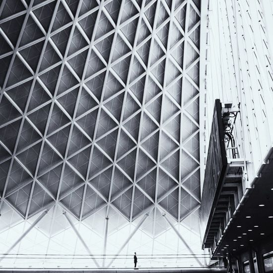 Standing EyeEm Best Shots London Canon Taking Photos Architecture Check This Out VSCO Tinypeopleinbigplaces Black & White Blackandwhite