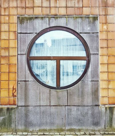 I like things others dont look at. Window Circle Building Exterior Architecture Brick Wall Built Structure Circular Window Samsung Galaxy S7 Galaxy S7 WindowsPhonePhotography Mobilephotography