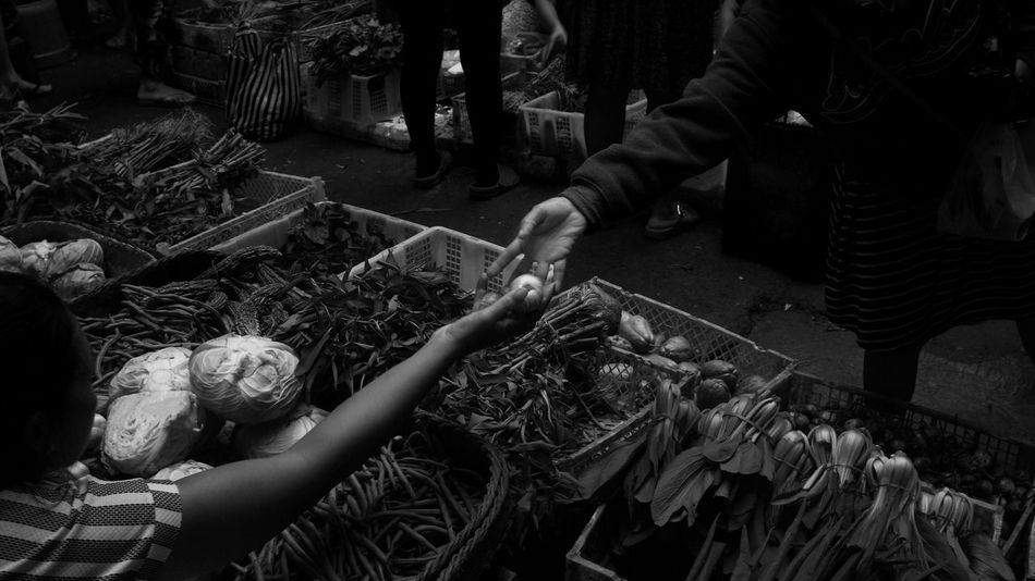 giving Bali Copy Space Farmers Market INDONESIA Traditional Market Black And White Day Food For Sale Fresh Fruit Freshness High Angle View Human Body Part Human Hand Market People Real People Southeastasia Street Photography Ubud Women