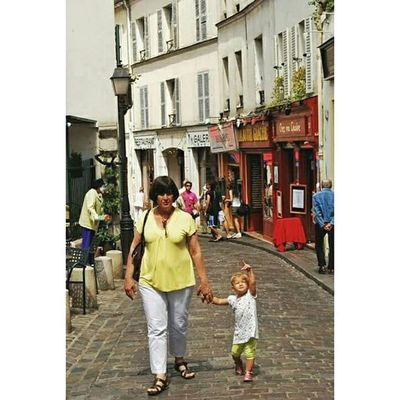 Let us sacrifice our today so that our children can have a better tomorrow 🙋😊🖍 ____________________________________________ Vscoromania Vscogood Vscoparis Travelgram Paris France Tourist Ig_bucharest Igersbucharest Ig_romania Streetphotography Cityoflove Childrenphoto Montmartreparis Ig_paris Parisjetaime Topfrancephoto Visitlafrance Loves_paris Igersparis Igersfrance Topparisphoto Childrenoftheworld Parisienne Street Photography nikonphotography nightphotography nikontop montmartre