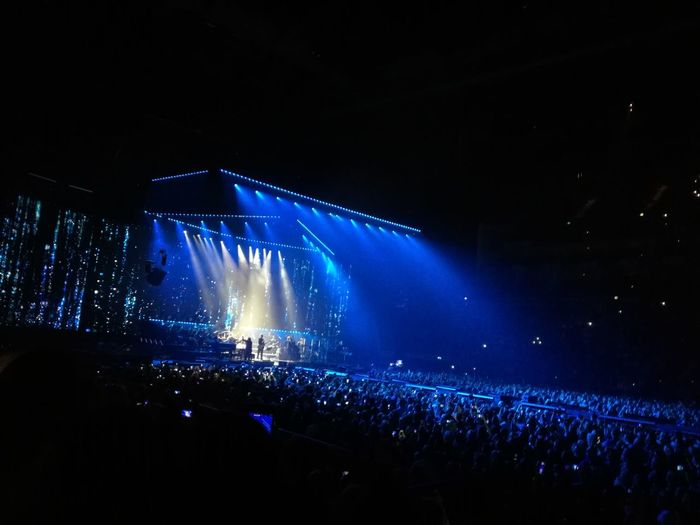 London O2 Arena Concert Stage Music Festival Music Concert Light Beam Entertainment Occupation Stage Light Spotlight Stage - Performance Space