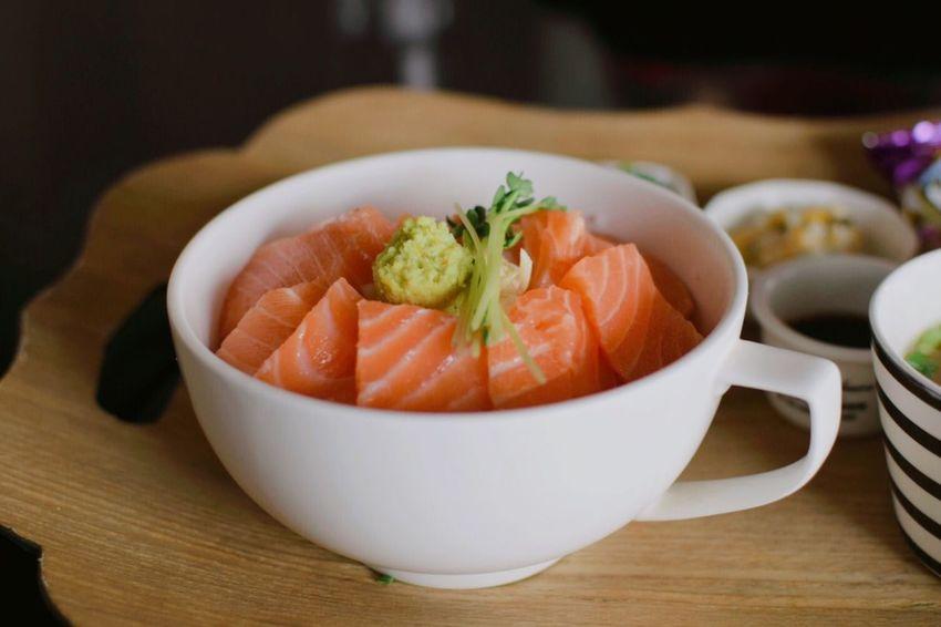 연어덮밥/Rice with raw salmon/Sakedon Rawfish Salmon - Seafood Sakedon Food And Drink Food Healthy Eating Freshness Indoors  Table Ready-to-eat Japanese Food Seafood Plate Bowl