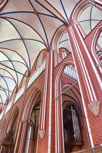 Münster Bad Doberan innen Münster Bad Doberan Innenansicht Kirchenschiff Built Structure Architecture Low Angle View Building Exterior Building Arch Window No People Place Of Worship Glass - Material Day Religion Pattern Belief Red Spirituality History Outdoors Ceiling Architectural Column Glass Architecture And Art