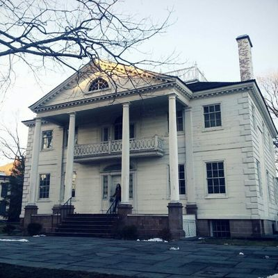 Decided to randomly walk by the Morris Jumel mansion, and of course on this beautiful day I wasn't alone on this idea. Nice seeing so many people out today. Instagramuptown Uptown Inwood Washingtonheights morrisjumel historical georgewashington made_in_ny