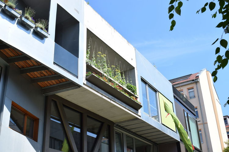 Family homes on Bernauer Strasse 5 - 8. Individual styles of the houses bear a strong resemblence to contemporary Dutch architecture. Architecture Balcony Bernauer Strasse Building Exterior Creative Greenery Modern Architecture Prenzlauer Berg