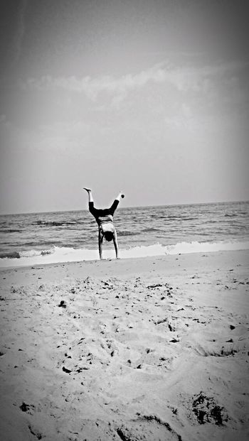 Sea Beach Horizon Over Water Shore Water Sand One Person Full Length Skill  Sky Leisure Activity Real People Nature Day Outdoors Scenics Beauty In Nature Standing Motion Flexibility Handstand Fail😄