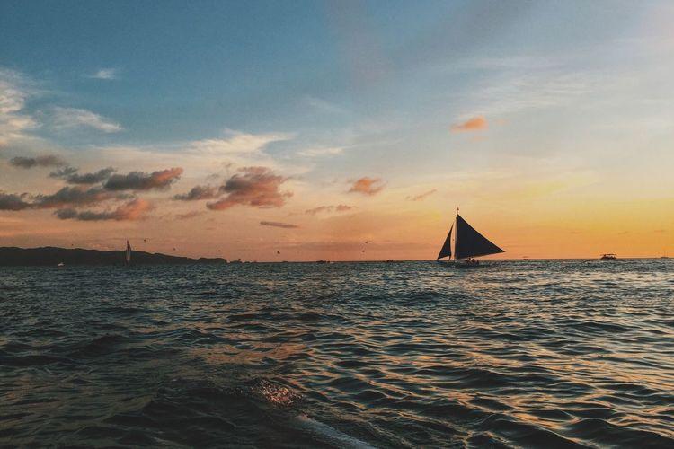 EyeEmbestshots EyeEmNewHere Boracay Thephilippines Sunset Paraw Sailing Picturesque Nature Ocean