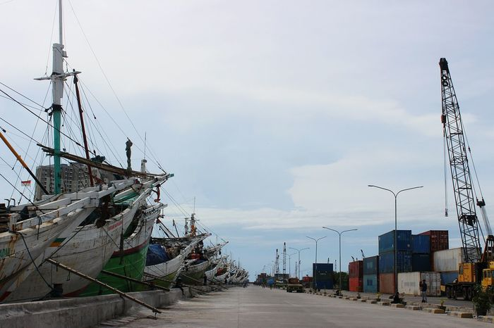 pelabuhan sunda kelapa Sky Cloud - Sky Outdoors No People Day Architecture Water Building Exterior Harbour View Harbourside Historical Site History Ship At Dock Shiplife Ships⚓️⛵️🚢 Ships Deck