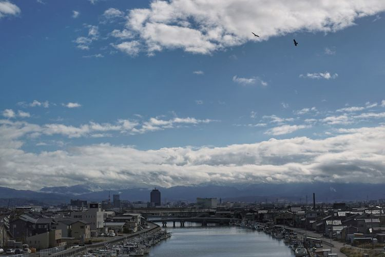 Kanazawa Landscape Sky And Mountains Sky And Clouds Flying Birds TOWNSCAPE On The Bridge From My Point Of View Capture The Moment Travel Photography December 2017 橋の上から 景色 金沢 旅写真 EyeEm Best Shots Cloud - Sky Outdoors Sky