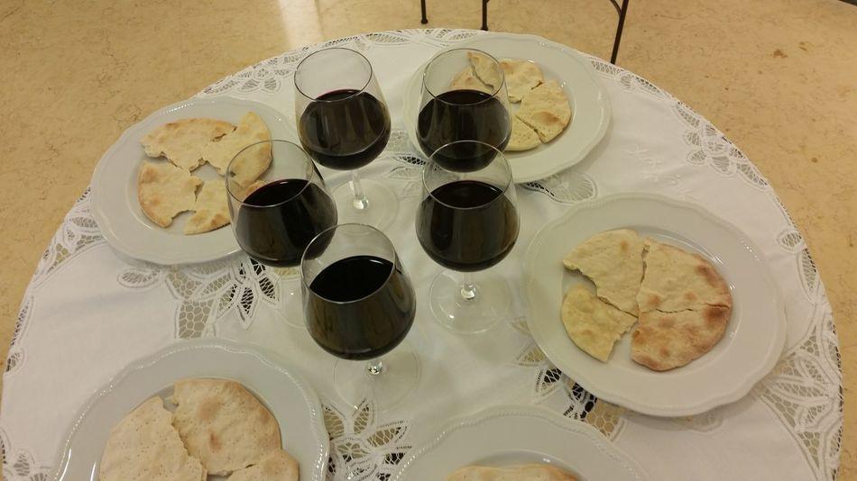 Emblems of the commemoration of the death of jesus Commémoration Emblems Jehovah's Witnesses Jesus Christ Nisan 14 Redemption Sacrifice Unfermented Wine Unleavened Bread