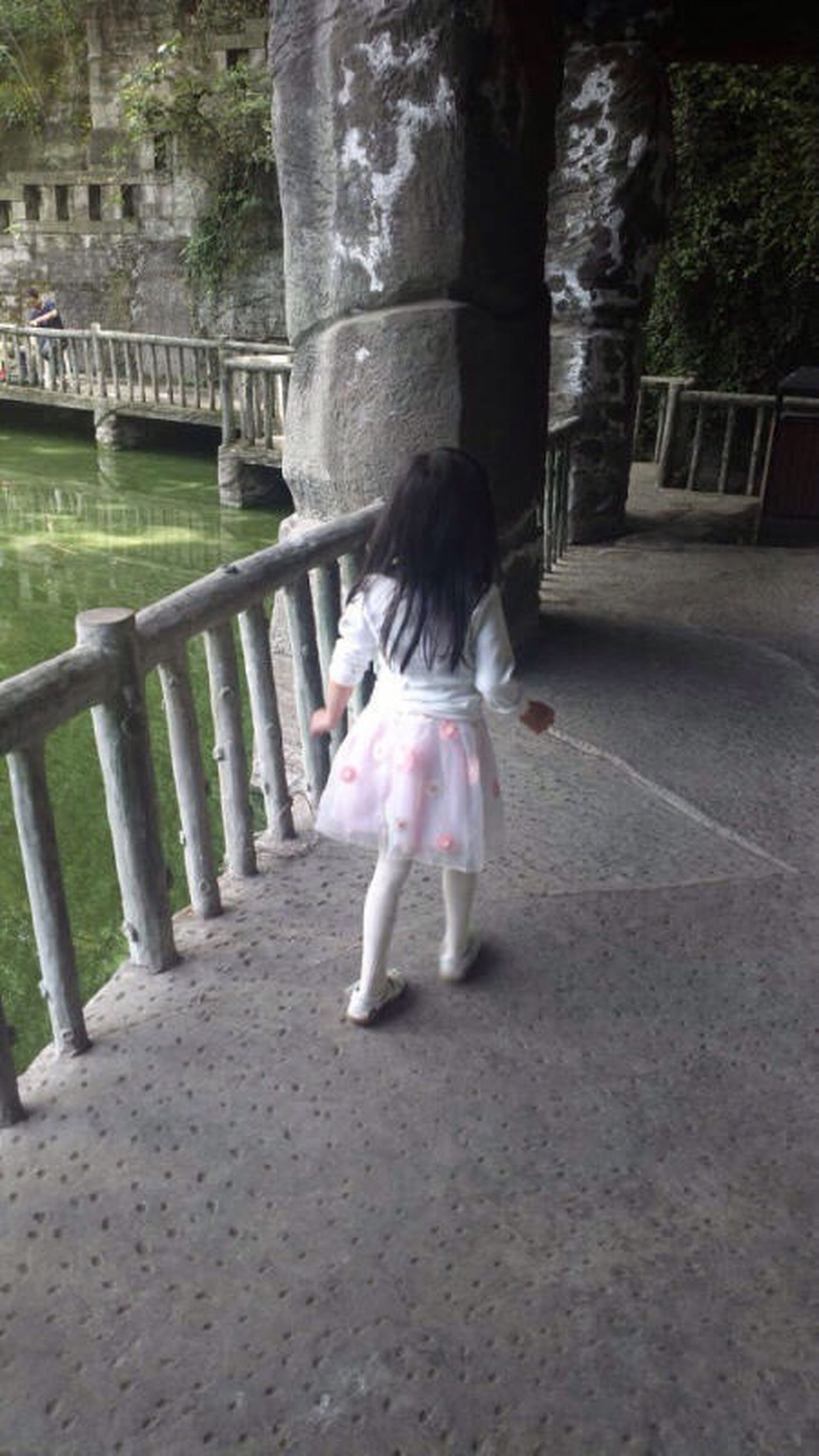 full length, rear view, lifestyles, casual clothing, childhood, girls, leisure activity, walking, elementary age, boys, person, togetherness, the way forward, park - man made space, road, tree, innocence