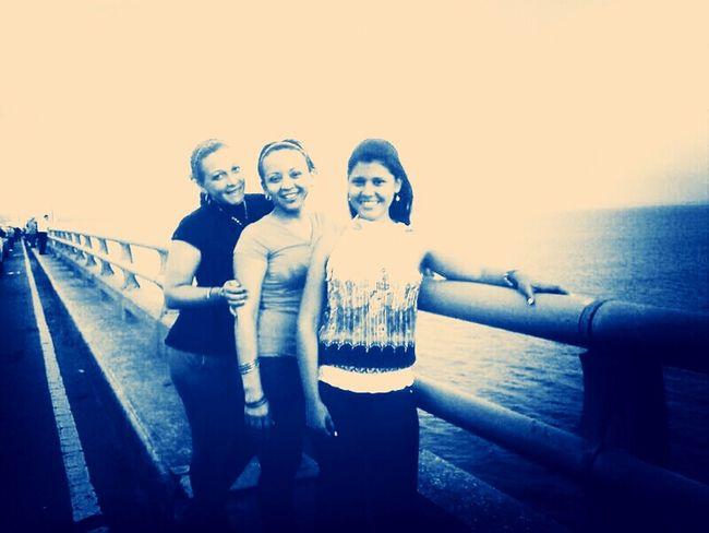 Mi reina y dos amigas se iban a tirar del puente...